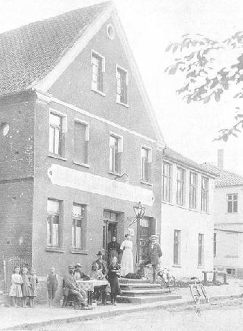 Hermann und Alwine Lindemann mit Familie